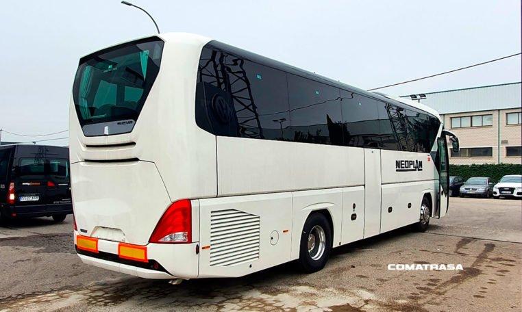 lateral derecho Neoplan Tourliner P21