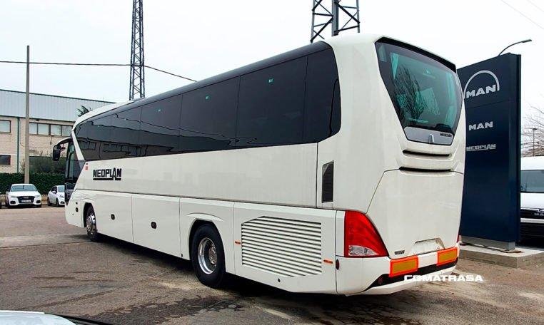 lateral izquierdo Neoplan Tourliner P21