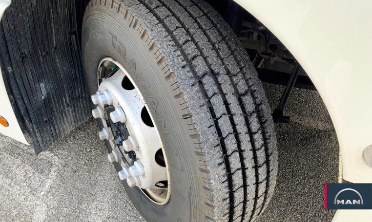 neumáticos delanteros MAN TGX 18.440 4x2 BLS EfficientLine 2