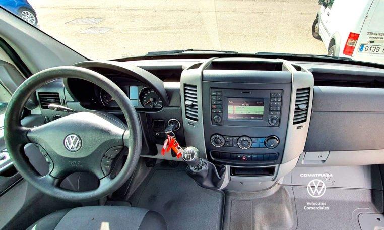 interior cabina Volkswagen Crafer Box 35