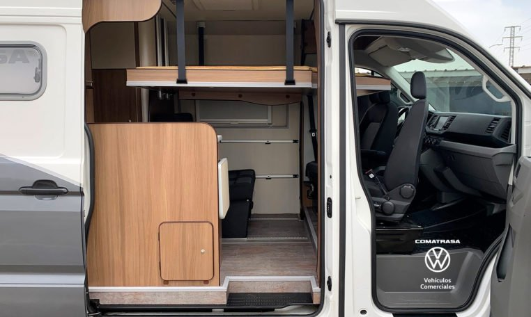 lateral Volkswagen Crafter 35 L3H3 Camperizada