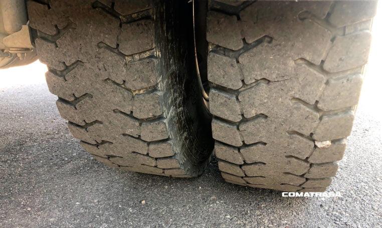 neumáticos traseros Renault Kerax 420 18tn 4x4