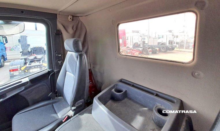 cabina corta SCANIA P420 LA 4X2