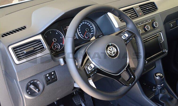 VW Caddy Maxi Trendline 2.0 TDI Configuración Taxi interior delantero