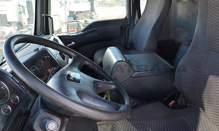MAN TGA 26320 interior