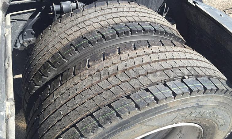 MAN TGX 18480 Octubre 2012 4x2 BLS neumáticos