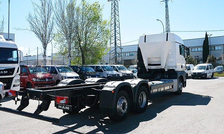 MAN TGX 26.480 6X2 2 BL Chasis Camión 3