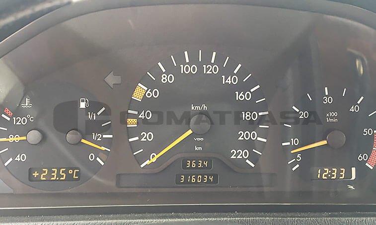 Mercedes Benz C 250 cuadro instrumentos