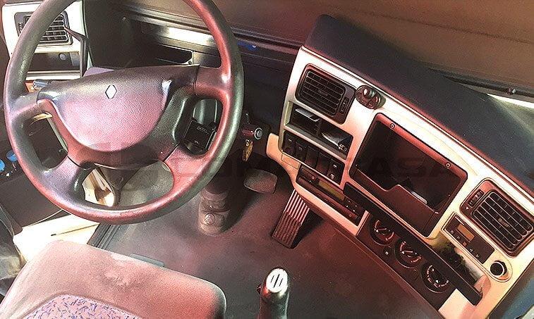 Renault Magnum 440 DXI interior cabina