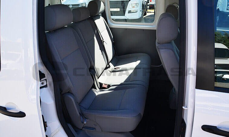 VW Caddy 2010 interior trasero