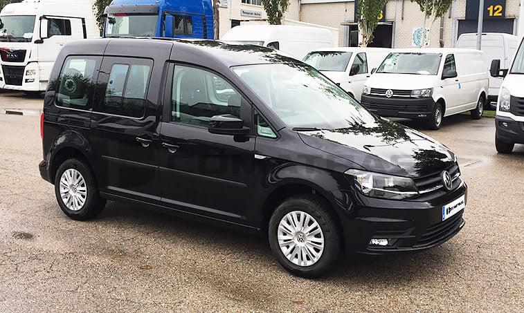 VW Caddy Trendline Negro lateral derecho